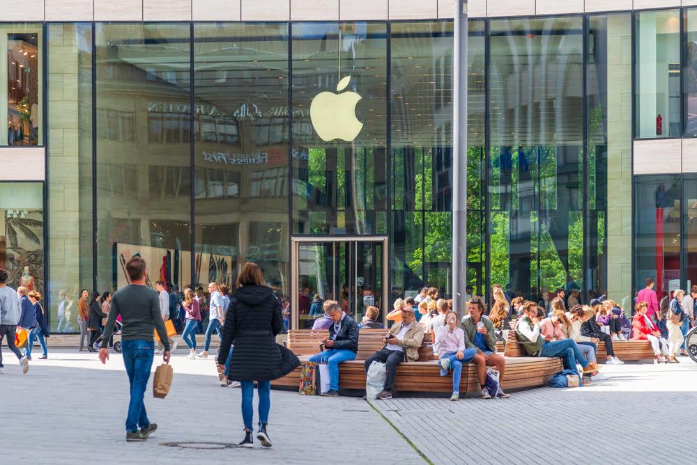 boutique apple bondée de gens